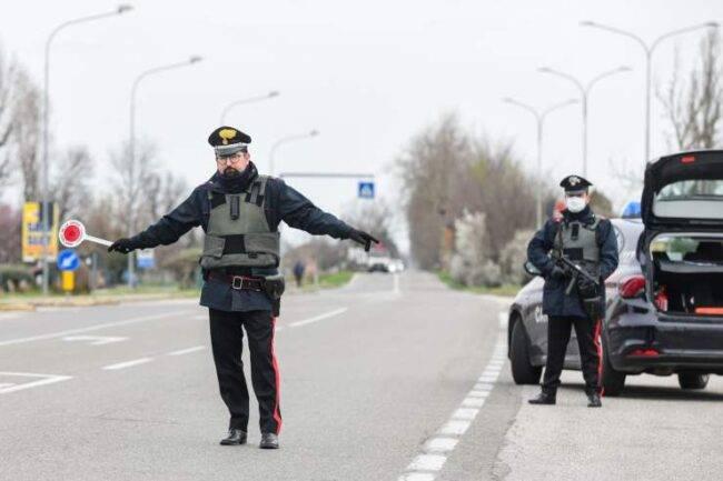 Carabinieri ragazza 15 anni