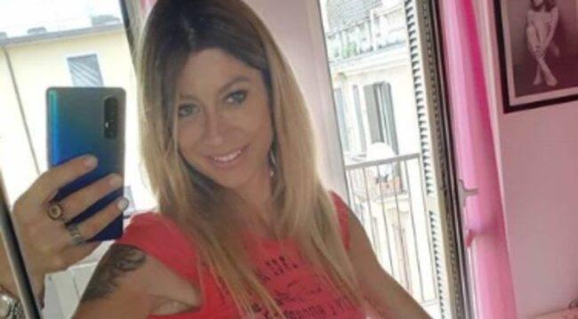 Maddalena Corvaglia costume sgambatissimo