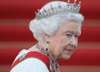 Regina Elisabetta lascia