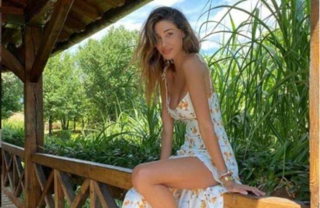 Belen Rodriguez esplosiva in intimo