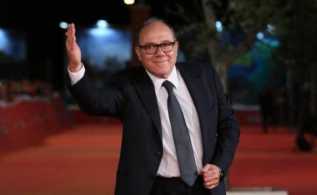 """Carlo Verdone è stato operato: """"Non riuscivo più a camminare"""", cos'è successo all'attore"""