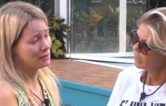 Flavia Vento in lacrime