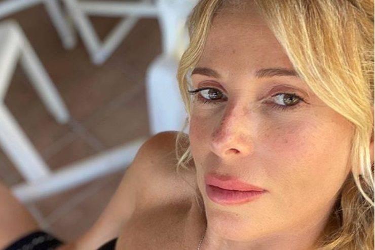 Alessia Marcuzzi, spoiler sull'outfit di stasera: il costo degli stivaletti è da capogiro