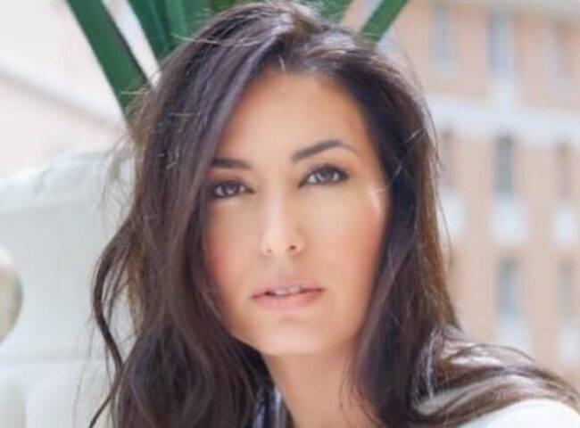 GF Vip, Elisabetta Gregoraci, clamorosa indiscrezione da poco arrivata: la bella conduttrice avrebbe avuto un flirt con un amato cantante