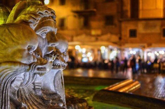 Roma, protesta contro il coprifuoco: piazza del popolo blindata dalla polizia