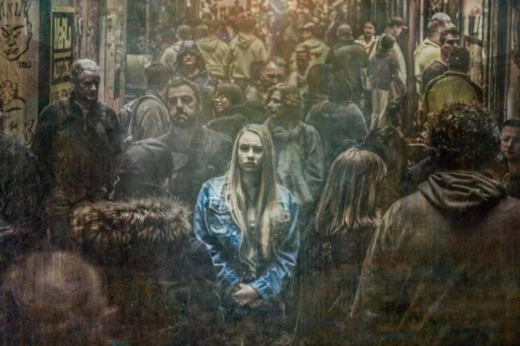 La cantante fa una confessione choc: passato di abusi e violenze, il racconto da brividi