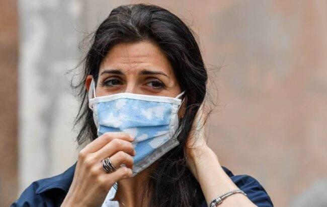 Coronavirus, la sindaca di Roma Virginia Raggi è in autoisolamento, dopo la notizia della positività nel suo staff