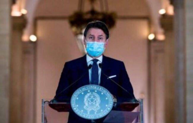Covid, il premier Giuseppe Conte in conferenza: il nuovo Dpcm slitta ancora