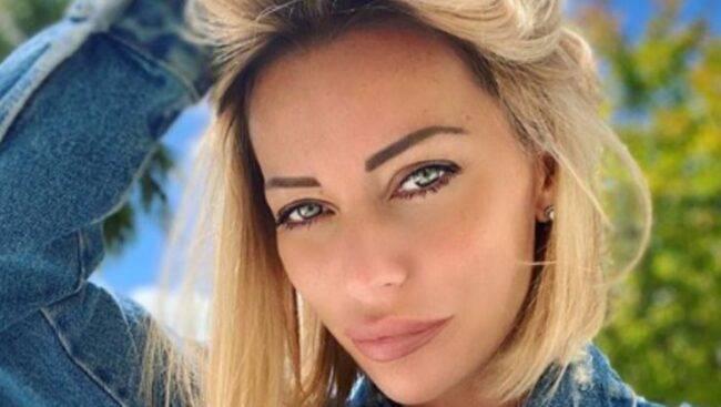 Karina Cascella in lacrime