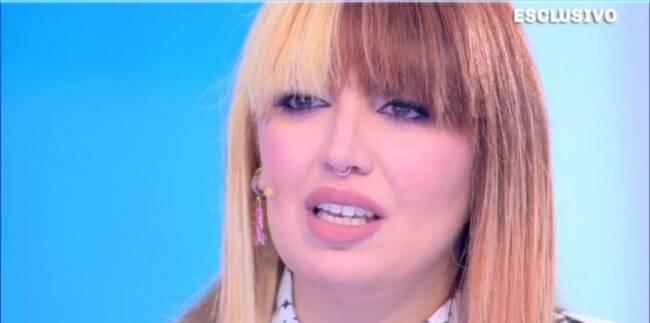 """Racconto shock a Domenica live, Veronica Satti: """"Mi sono tagliata gambe e braccia"""""""