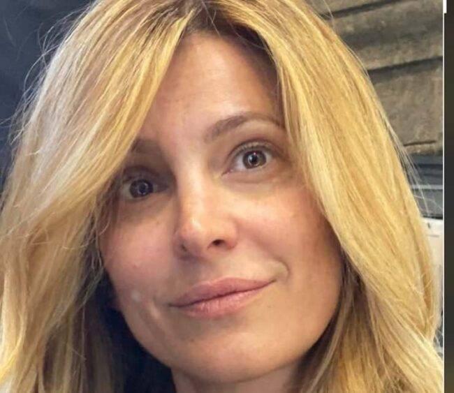 Adriana Volpe si mostra senza trucco su instagram: il suo volto completamente al naturale