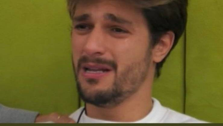 """GF Vip, Andrea Zelletta scoppia in lacrime: """"Non tollero certe cose..."""", e si lascia andare ad un lungo sfogo con Samatha De Grenet"""
