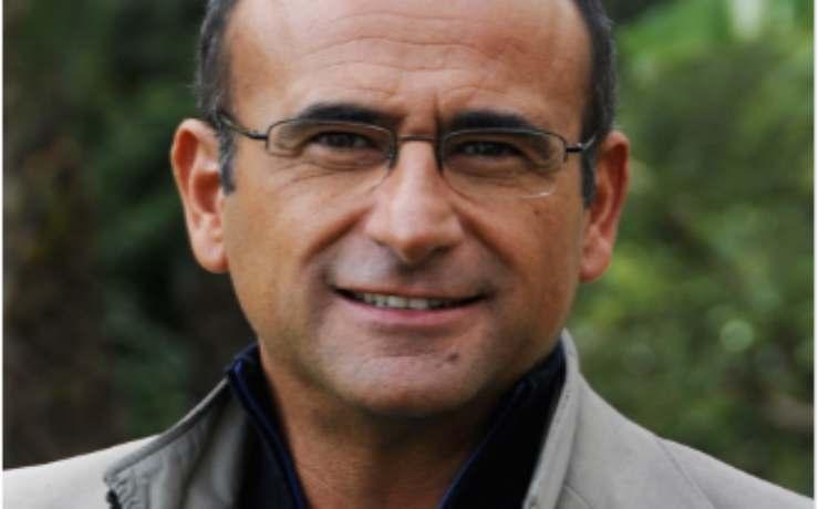 Carlo Conti fumo