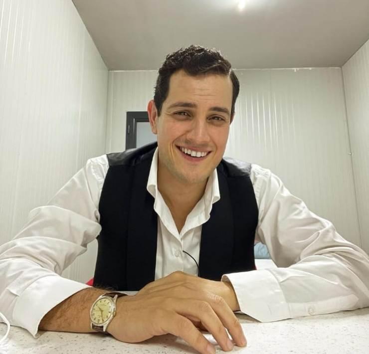E' proprio lui, l'amatissimo attore della serie Il paradiso delle signore, Emanuel Caserio,
