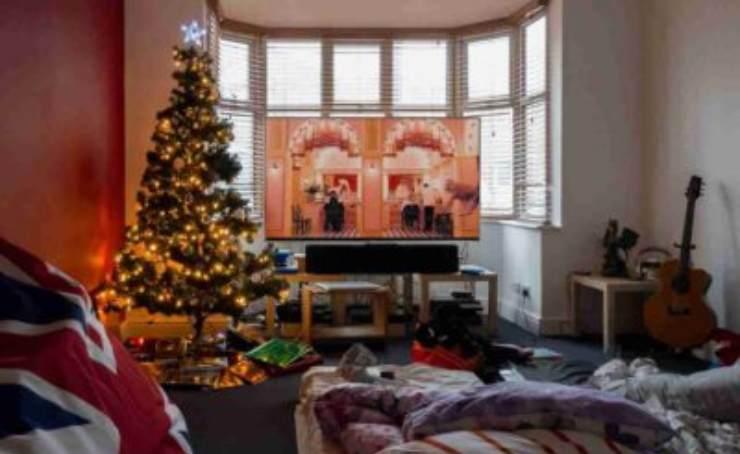 Programmazione 31 dicembre, è scontro tra Amadeus e Signorini: ecco cosa fa stasera in tv, tutti i programmi che andranno in onda