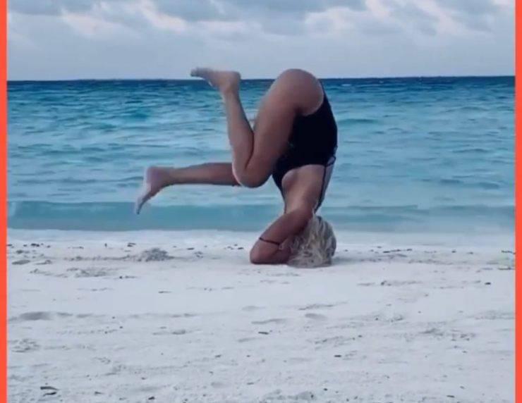 Ilary Blasi, spunta un video di un anno fa alle Maldive: fisico scolpito e allenamento in spiaggia
