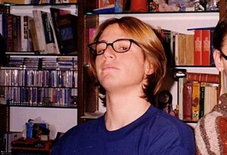 Una foto degli anni 90, il ragazzo in questa foto è oggi l'attore di una famosissima soap: avete capito di chi si tratta?