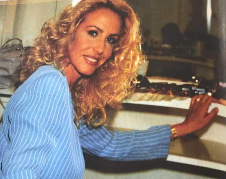 Antonella Clerici incanta i fan con una foto sul suo profilo instagram del 1995: quanta bellezza!