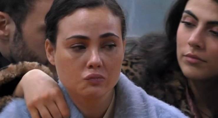 """GF Vip, Rosalinda sfoga i suoi dubbi: """"Non c'è più un noi... è finita"""", relazione al capolinea?"""