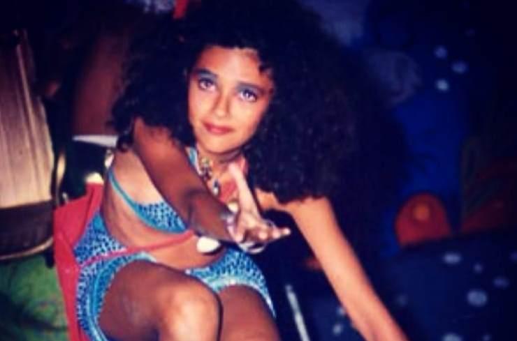 """In questa foto era ancora una bambina, oggi è un'attrice affermatissima: """"La prima volta sul palco"""", ha scritto in didascalia"""