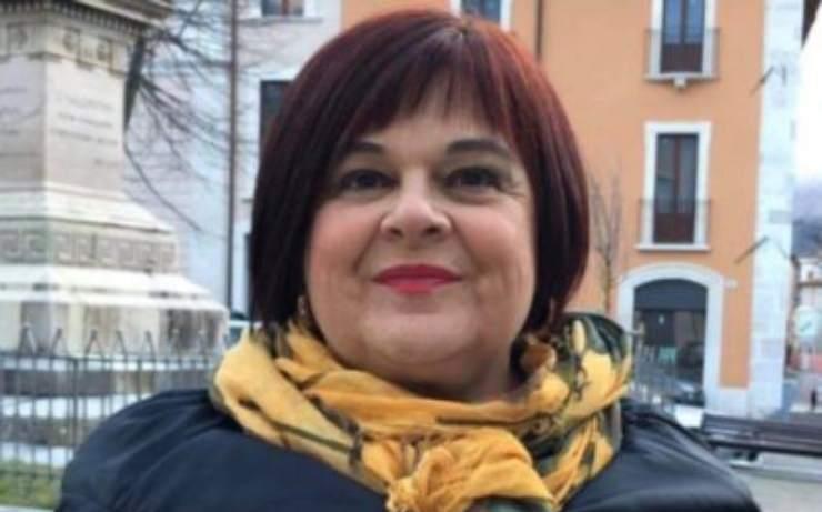 """Stefania Pezzopane, spunta una foto ricordo meravigliosa: """"Lei mi tiene per mano"""", un dolce augurio per la sorella"""