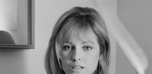 Addio a Nathalie Delon, l'attrice ex moglie del mitico Alain