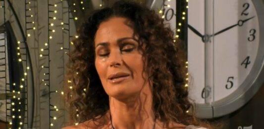 GF VIP, Samantha De Grenet racconta la sua storia: lo studio scoppia in lacrime