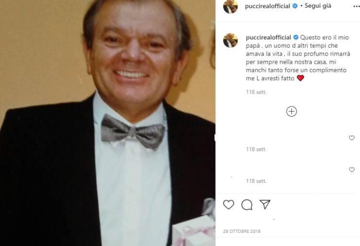 """Andrea Pucci con un post su instagram ricorda il suo amato papà: """"Il suo profumo rimarrà per sempre"""", il ricordo pieno di dolore"""