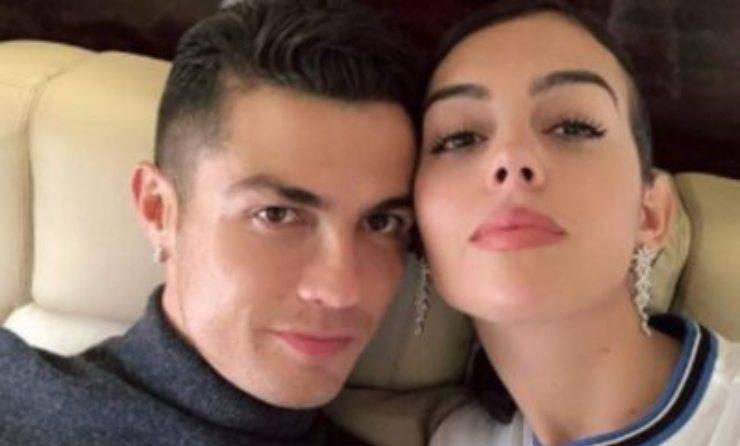 """Cristiano Ronaldo in apprensione: """"Un mese e mezzo in terapia intensiva"""", cos'è successo al suo amato gatto"""