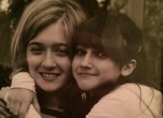 Riuscite a capire chi è fotografata in questo scatto dolcissimo insieme a sua sorella? E' l'amatissima conduttrice, e non solo, da bambina
