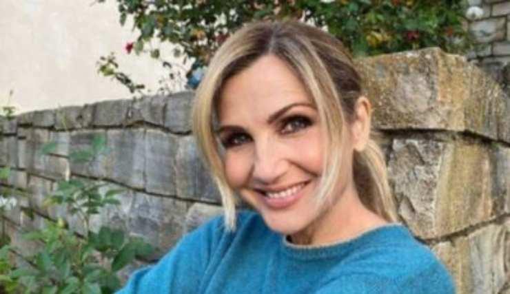 Ebbene, nella foto prima mostrata era giovanissima, oggi lorella Cuccarini è davvero amatissima