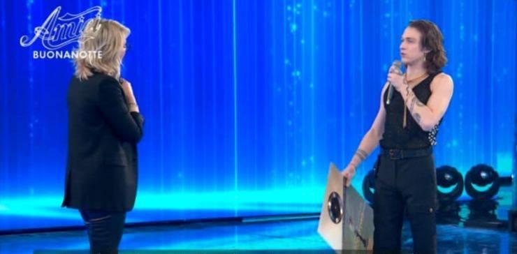 Maria De Filippi nel corso della puntata di Amici, ha commentato il Festival di Sanremo, in presenza di Irama