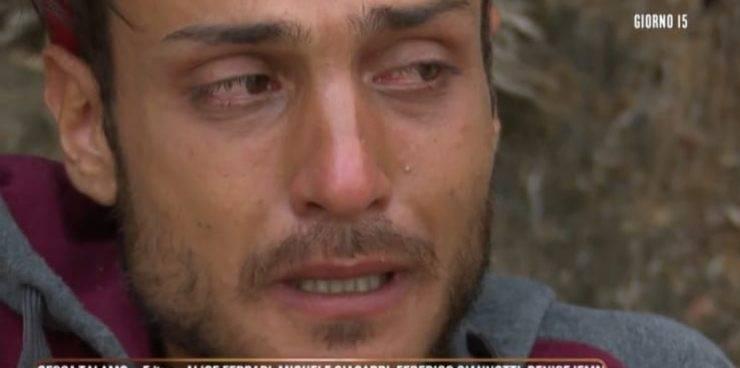 Isola dei famosi, forte crollo emotivo per Awed: il naufrago scoppia in lacrime improvvisamente