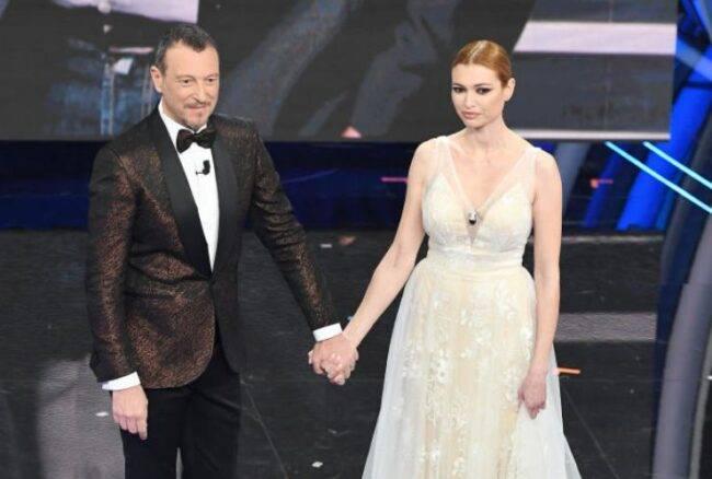 Chi è la moglie di Fabrizio Frizzi, Carlotta Mantovan: cosa fa oggi la donna, a tre anni dalla scomparsa dell'amato conduttore