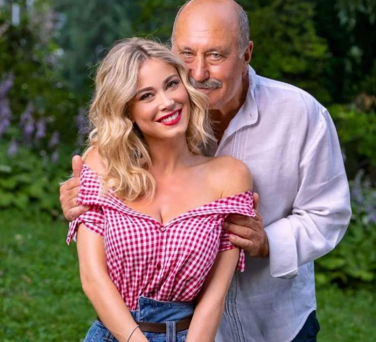 """A sorpresa, Diletta Leotta, nella giornata della festa del papà, ha pubblicato una foto con il padre: """"Io sono lui, ma bionda e senza baffi"""