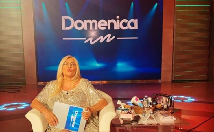 Il programma Domenica In domani, 7 marzo, sarà posticipato, e darà poi spazio alla puntata post Festival di Sanremo con Mara Venier: a che ora andrà in onda