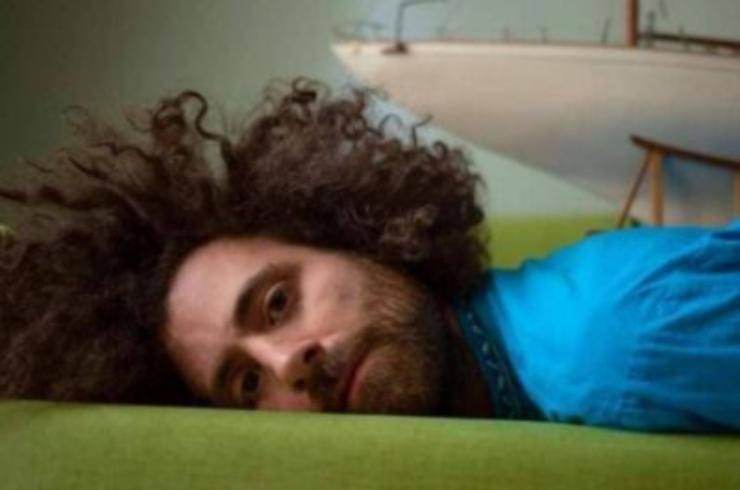 Festival di Sanremo 2021, dove dorme l'artista in gara Gio Evan: il particolare alloggio in terrazza