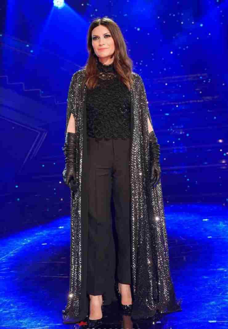 Laura Pausini outfit