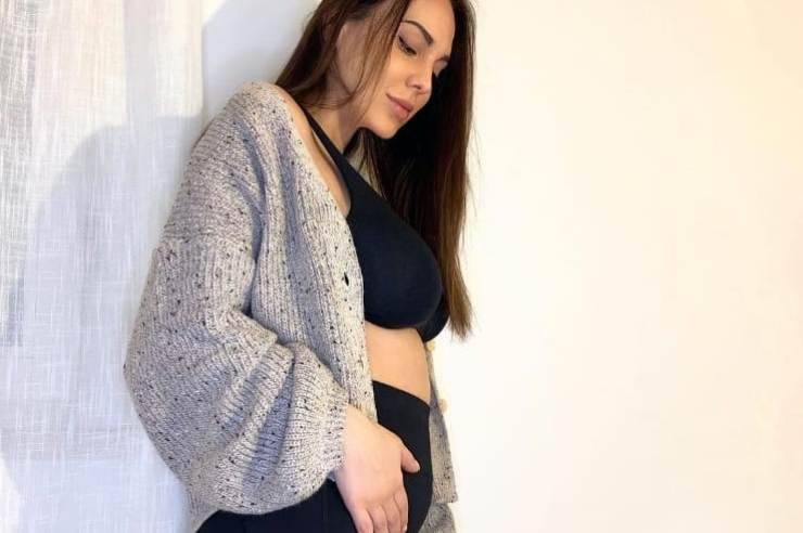 Conosciuta a Temptation Island, Martina Sebastiani è pronta a diventare mamma, e su instagram ha svelato il sesso del bebè