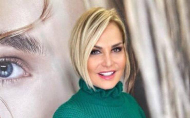Simona Ventura, voce narrante di un famoso programma televisivo: sapete di quale stiamo parlando?