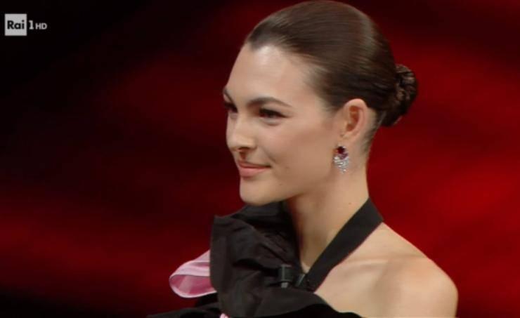 Sanremo 2021, Vittoria Ceretti conquista l'Ariston: i dettagli del suo look, quanta bellezza!