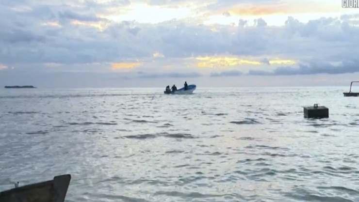 isola dei famosi naufrago abbandona