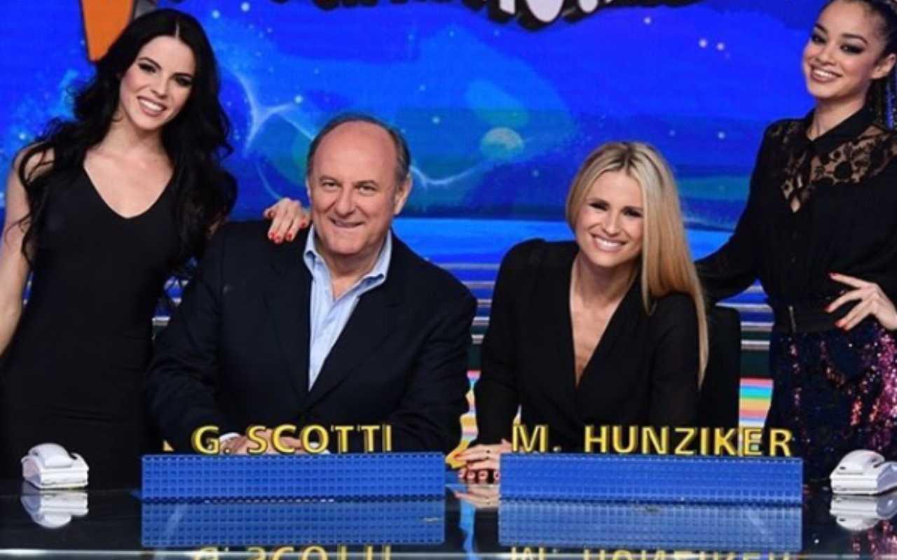 Striscia la Notizia, Gerry Scotti e Michelle Hunziker ...