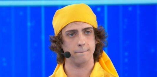 Sangiovanni è il terzo finalista di Amici, il discorso da brividi: standing ovation, cos'è successo
