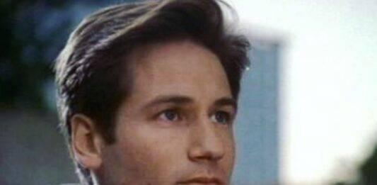 Era il protagonista della famosa serie X Files: come lo ritroviamo dopo quasi 20 anni