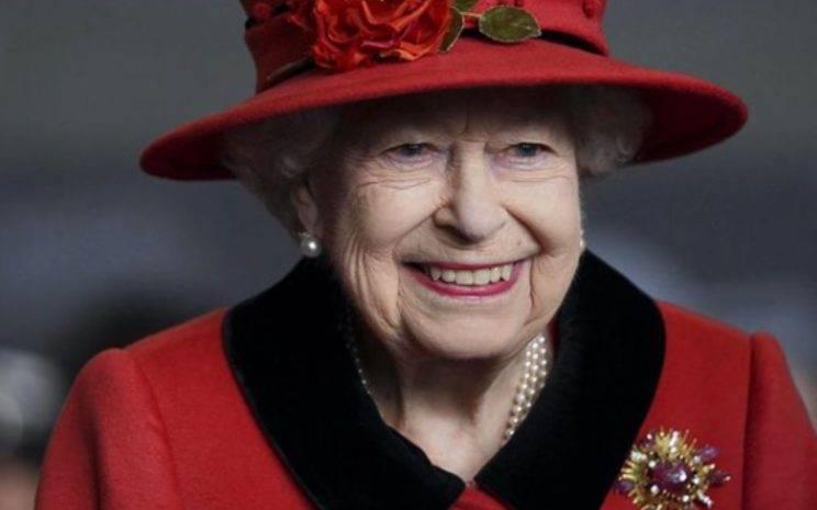 regina elisabetta trono