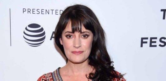 """Era la coraggiosa e brillante Emily Prentiss in """"Criminal Minds"""": riconoscete oggi la splendida Paget Brewster?"""