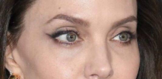 Angelina Jolie e l'insolito gioiello da mento: si nasconde un significato dietro quell'accessorio?