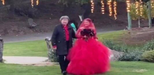 L'amatissima attrice si è sposata: il suo abito rosso fuoco ha lasciato tutti a bocca aperta