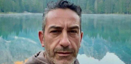 """Le Iene, grave lutto per Matteo Viviani: """"Buon viaggio uomo…"""""""